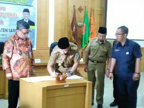 Penandatanganan Memorandum Of Understanding ( MoU ) antara Universitas Jambi ( Unja ) dan Pemkab Sarolangun.