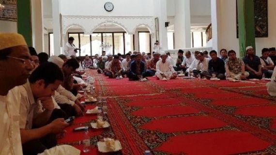 Suasana pengajian doa bersama untuk Muhammad Zaini Misrin, TKI yang dihukum pancung pemerintah Saudi.