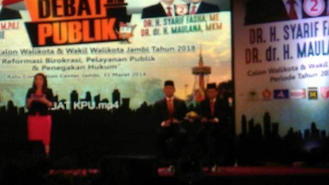 Pasangan Fasha-Maulana saat Debat Kandidat Pilwako Jambi 2018