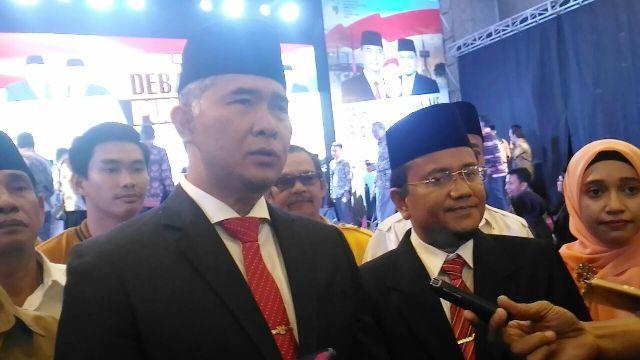 Fasha-Maulana saat diwawancarai usai debat