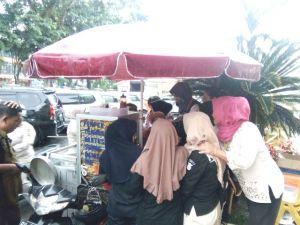 Terbukti Tidak Mengandung Daging Babi, Polda Jambi Borong Bakso Pak Tarsyid