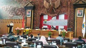 Zola Hadir Langsung di Paripurna DPRD Provinsi  Jawab Pandangan Umum Fraksi Terhadap LKPJ Gubernur
