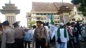 FOTO:  Protes Sukmawati Soekarno Putri di Jambi, Massa Desak Diproses Secara Hukum
