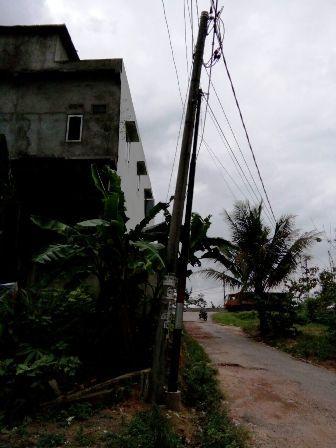 Tiang Listrik di Kawasan Perumahan Mutiara, Alam Barajo, Kota Jambi