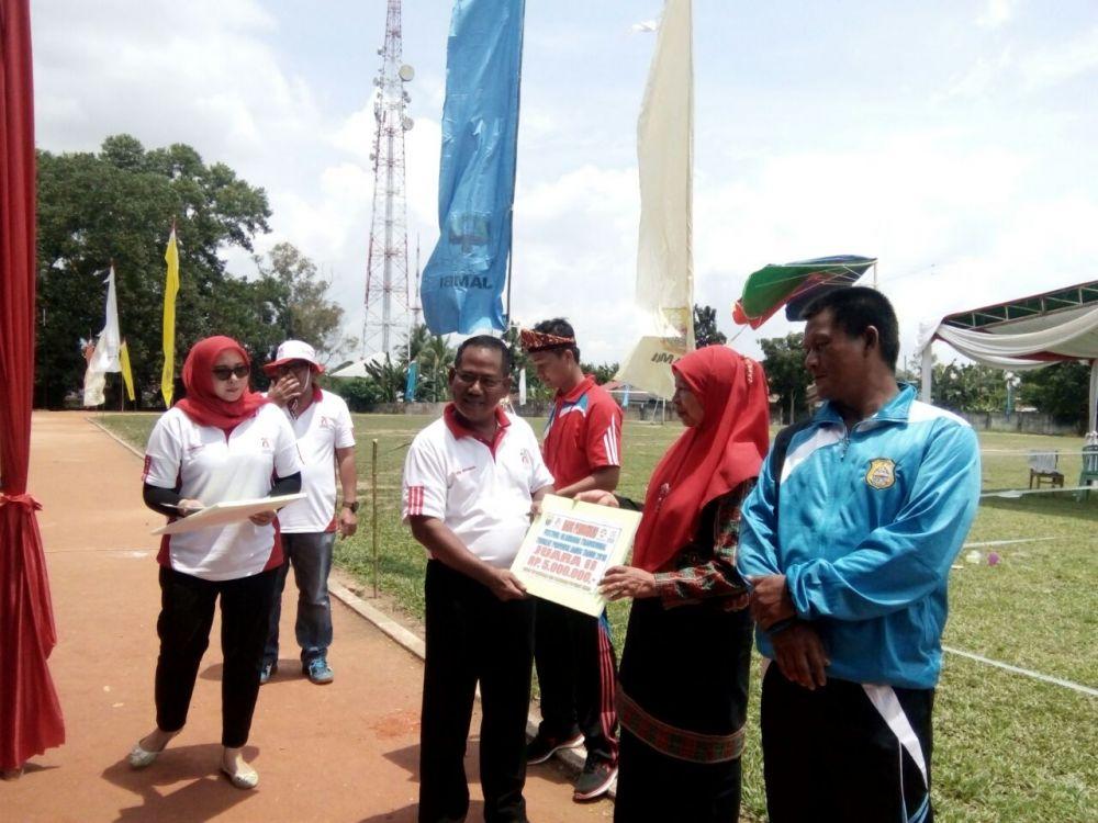 Kepala Kadiskepora Provinsi Jambi Wahyuddin saat menutup olahraga tradisional tingkat Provinsi Jambi Minggu siang (8/4/2018)