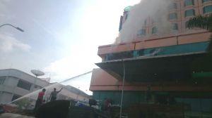 Selain Mobil Damkar, Ada Water Canon dan PDAM Bantu Padamkan Api di Novita