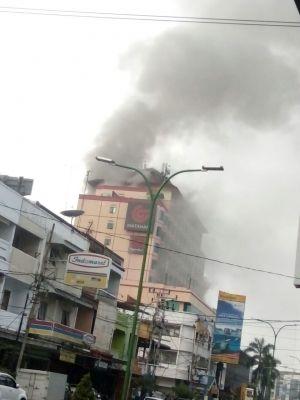 BREAKING NEWS: Kebakaran di Novita, Bangunan Atas Keluarkan Asap Hitam