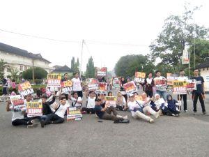 Aksi Simpatik di Gubernuran, Kopipede Tolak Kejahatan Pilkada di Provinsi Jambi