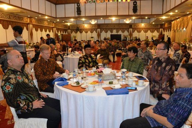 Fachrori menjamu Makan Malam  Executive Oil Palm Program for Ambassadors
