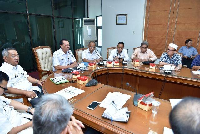 Sekda Dianto memimpin rapat