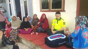 Fasha Hadir di Tengah Ibu-Ibu Penjual Jamu, Warga: Sudah Pas, Lanjutkan