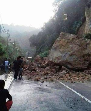Setelah Banjir, Kini Ada Longsor Di Jalan Bangko-Kerinci