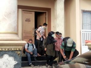 4 Jam Digeledah, KPK Bawa Bukti Ini Dalam Dua Koper dari Rumah Jaiz