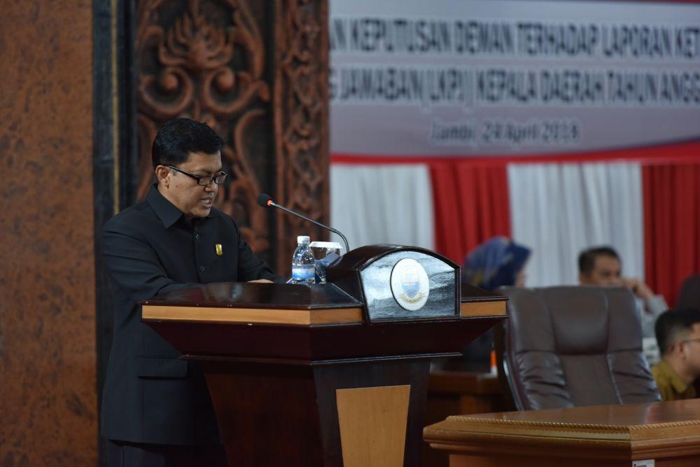 M. Khairil menyampaikan Rekomendasi Pansus I DPRD Provinsi Jambi terhadap LKPJ Gubernur TA 2017