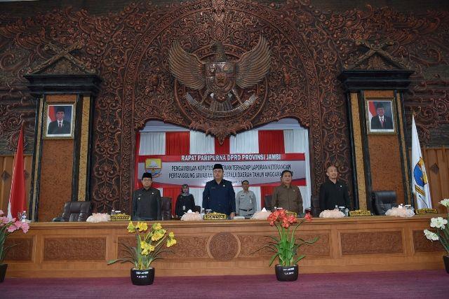 Fachrori Umar (paling kiri) dalam Rapat Paripurna DPRD Provinsi Jambi Pengambilan Keputusan terhadap LKPJ Gubernur TA 2017