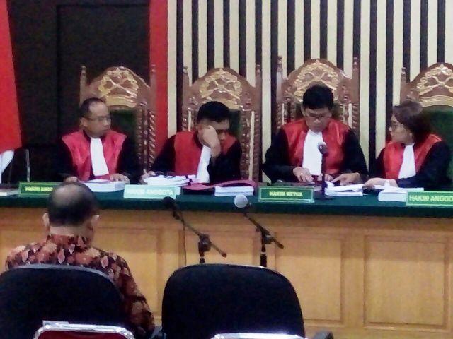 Saipudin saat mendengarkan vonis hakim