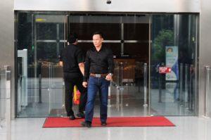 GALERI FOTO: Begini Ekspresi H Jais Saat Keluar dari Gedung KPK