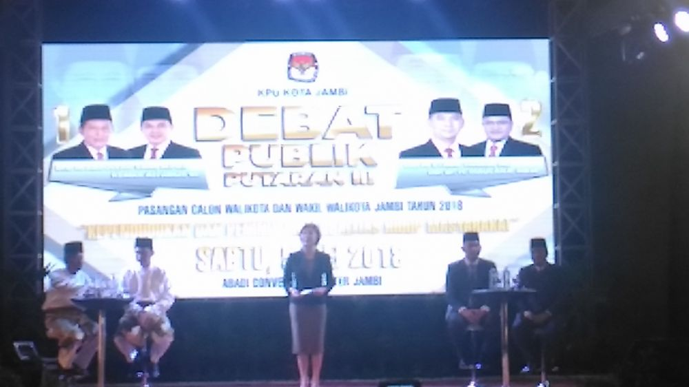 Suasana Debat Publik PIlwako Jambi sesi III