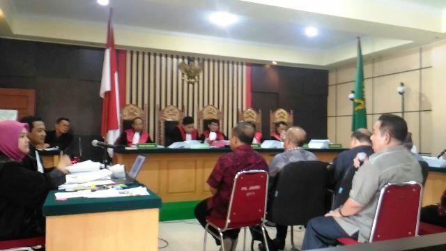 Suasana persidangan kasus 'ketok palu RAPBD Jambi 2018' dengan agenda pemeriksaan saksi untuk terdakwa Supriyono