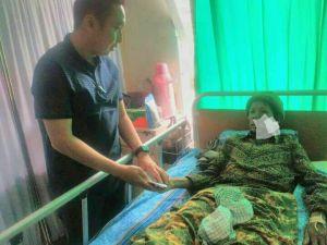 Baca Pesan di FB soal Penderita Tumor, Ketua DPRD Sungaipenuh Langsung Jenguk ke Rumah Sakit