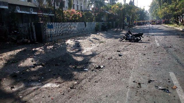 Salah satu lokasi ledakan bom di Surabaya pagi ini (13/5)