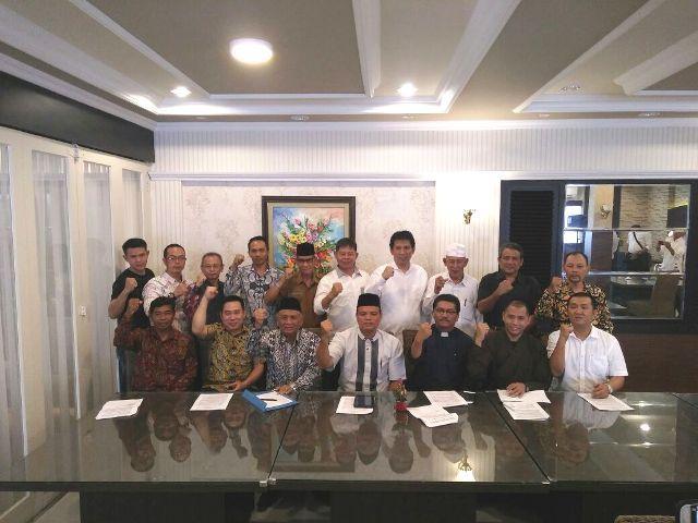 Forum Kerukunan Umat Beragama (FKUB) Provinsi Jambi saat foto bersama