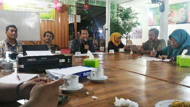 Bambang Bayu Suseno (jaket hitam)