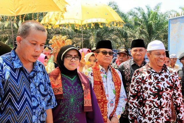 Fachrori Umar dan Istri disambut H Salam