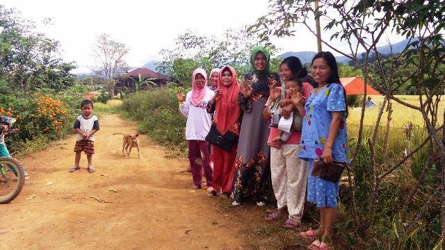 Yanti Maria Susanti saat door to door ke Desa Sungai Kuning , Kecamatan Siulak Mukai.