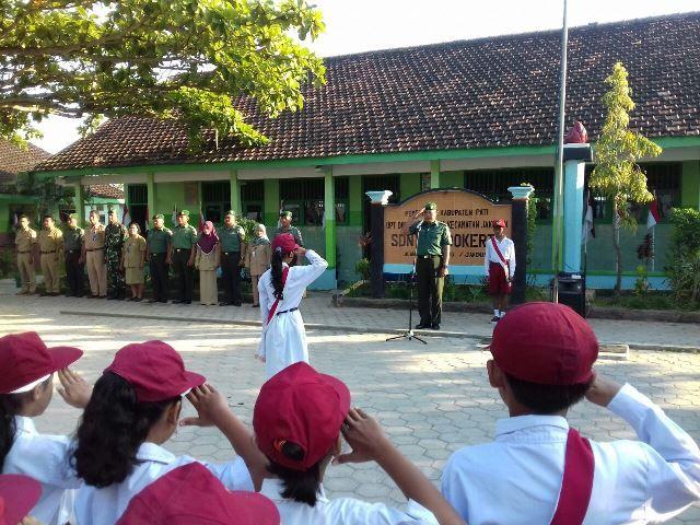 Suasana Upacara Bendera di SD Negeri Tondokerto Kecamatan Jakenan Kabupaten Pati