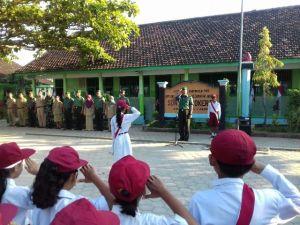 Tanamkan Disiplin Sejak Dini Melalui Upacara Bendera