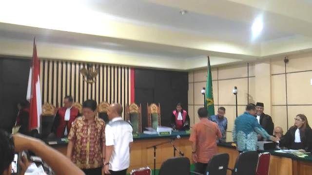 Suasana usai skor sidang untuk Ishoma