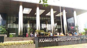 KPK Sita Uang RP 100 Juta dari OTT Bupati Bengkulu Selatan