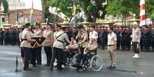 Kapolri Beri Kenaikan Pangkat Kepada 2 Polisi Korban Penyerangan Polsek Muaro Sebo