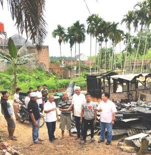 Beri Bantuan Moril, Tim Fasha-Maulana Sambangi Korban Kebakaran di Kenali Besar