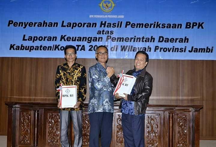 Syahirsah menerima laporan hasil audit dari BPK