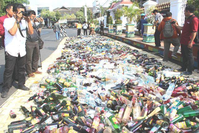 Botol Miras yang akan dimusnahkan