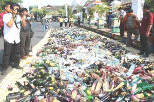 5000 Botol Miras Dimusnahkan Dalam Apel Gelar Pasukan Operasi ketupat Candi 2018