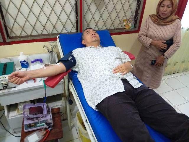 Fasha mendonorkan darahnya untuk ASN Pemkot Jambi yang sedang sakit