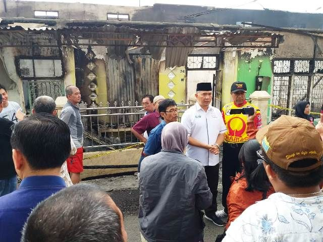 Fasha saat diwawancarai media usai meninjau kebakaran