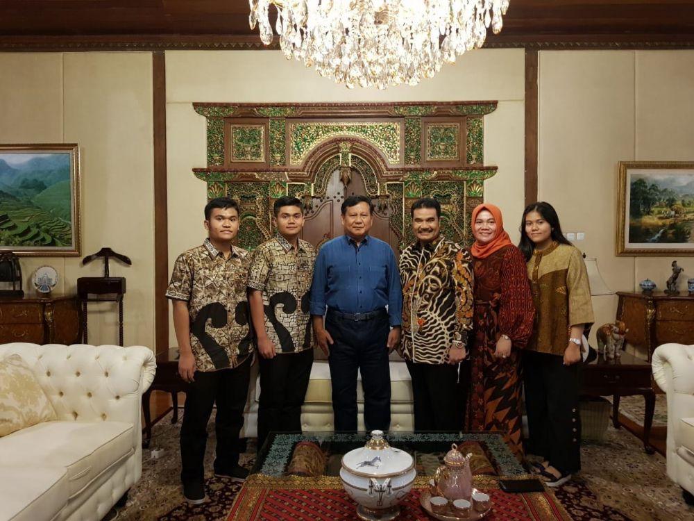 SAH bersama istri dan tiga anaknya saat lebaran di kediaman Prabowo Subianto