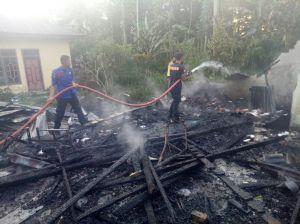 Baru Saja, Rumah Pak Yanto di Mendalo Ludes Terbakar
