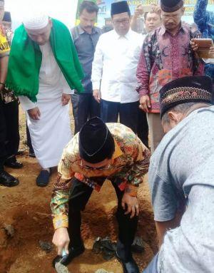 Wako AJB Letakkan Batu Pertama Islamic Boarding School Al Kahfi di Belui Tinggi