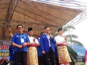 Orasi di Kampanye Akbar, H. Bakri Yakin Sani-Izi Menang di Pilwako