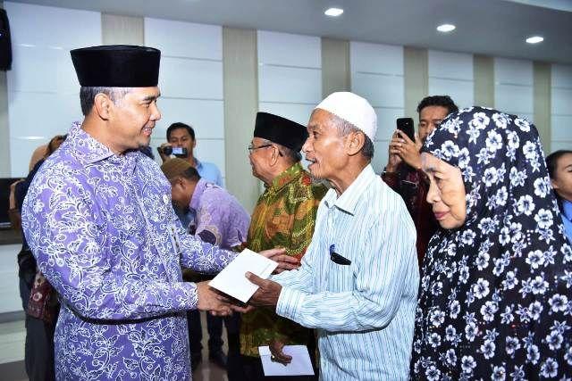 Wali Kota Fasha Berikan Insentif Petugas Syara'