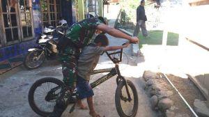 Bermain Sepeda Bersama Dengan Satgas TMMD