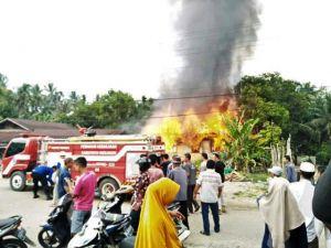 Pergi Nyadap Karet, Rumah Mbok Upik Dungkel di Rantau PanjangTerbakar