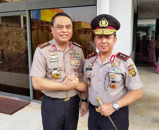 Kapolda Jambi Brigjen Pol Muchlis AS(kanan) resmi berpangkat Irjen hari ini