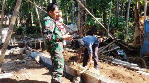 Manjanya Si Kecil Dalam Gendongan Bapak TNI