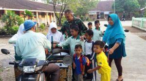 TNI Menghentikan Laju Penjual Cireng